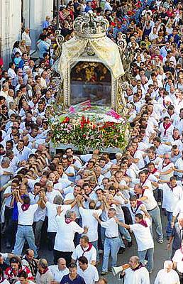 Image source https://commons.wikimedia.org/wiki/File:Reggio_calabria_processione_festa_madonna_2.jpg